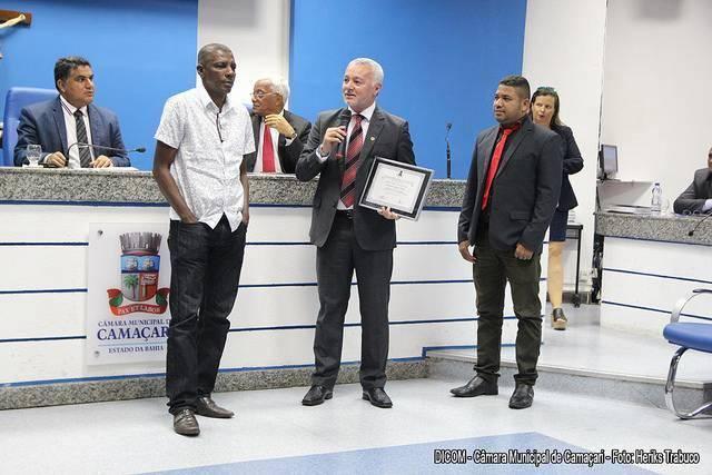 Deputado estadual Bobô, ex-jogador do Bahia, recebe título de Cidadão Camaçariense em sessão solene